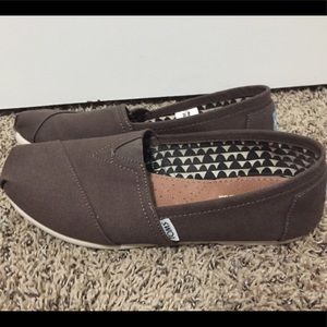 TOMS shoes Size 8.5 ~ like new